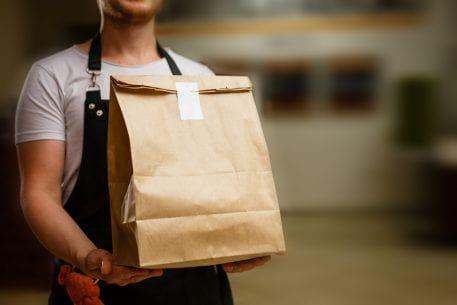 Как эффективно организовать доставку еды для кафе и ресторанов
